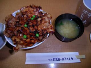 豚丼の梅とナメコのみそ汁